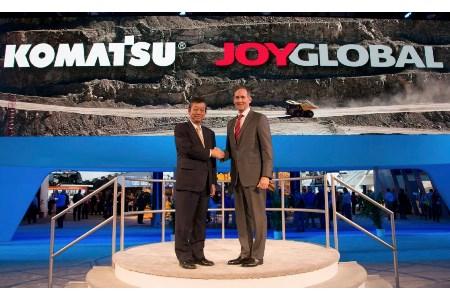 CEOs of Joy Global and Komatsu meet at MINExpo