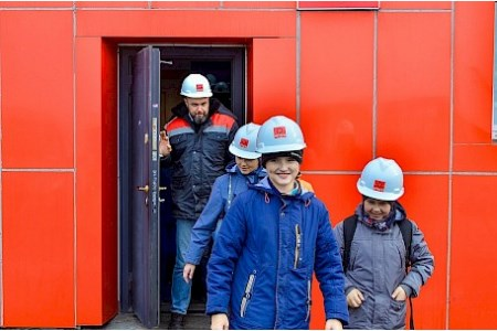 Shakhtersk coal port conducts study tour for school
